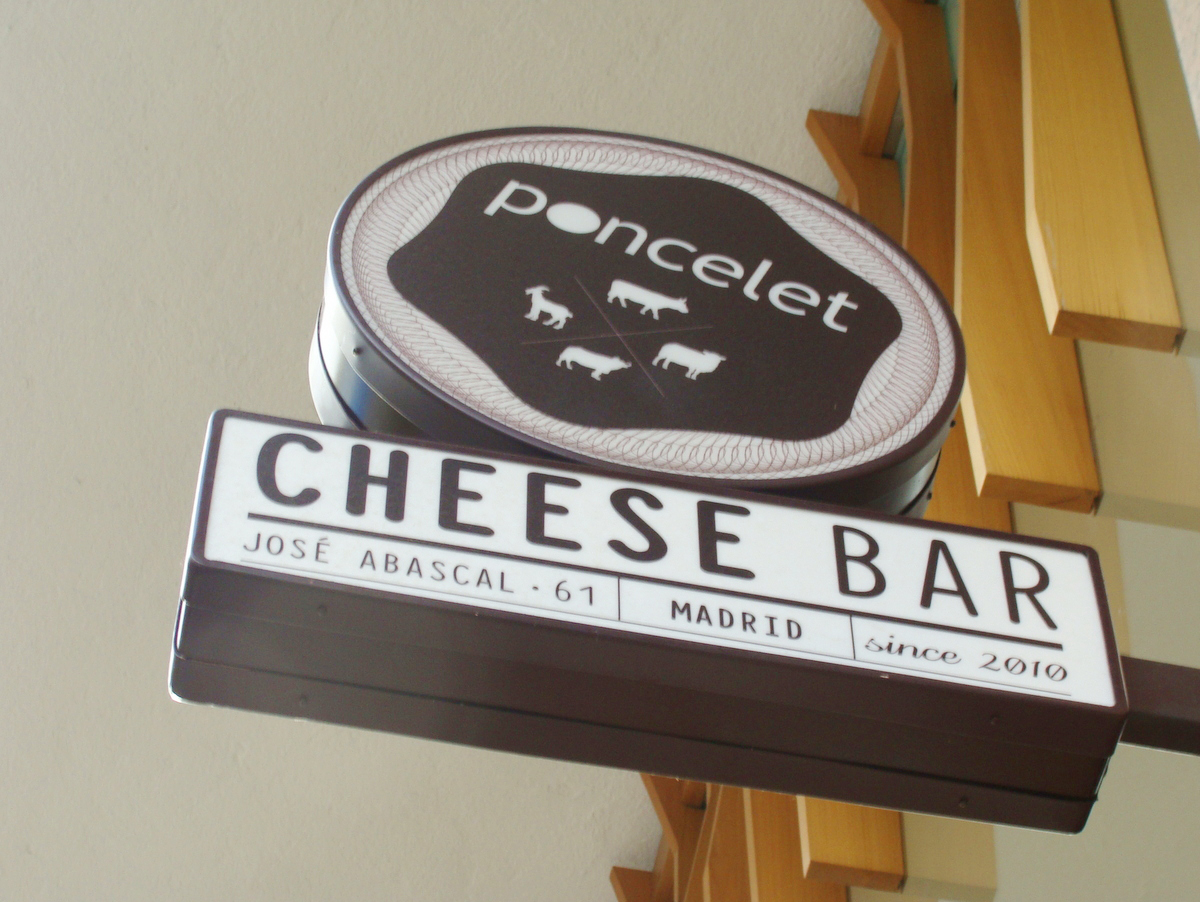 """Poncelet Cheese Bar en Madrid: Curso de """"Quesos y Cervezas de Abadía""""/Poncelet Cheese Bar in Madrid: A class on """"Cheese and Abbey Beers"""""""