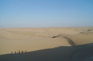 Tubulares y sandboarding en el desierto de Paracas en Per/Tubular cars and sandboarding in the desert of Paracas in Peru