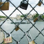 El Pont des Arts: un puente de románticos candados en París/The Pont des Arts: a bridge of romantic padlocks in Paris
